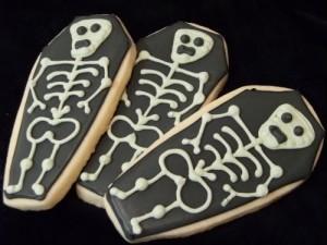 halloweeen csontváz süti