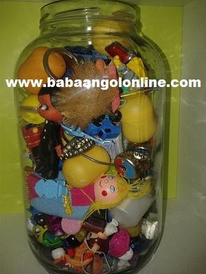 játékok rendszerezése üvegbe